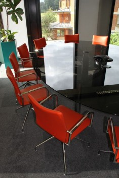 12-seater-oval-black-glass-chrome-table