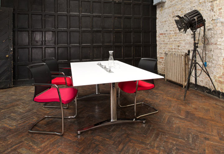 Breve Boardroom Meeting Table